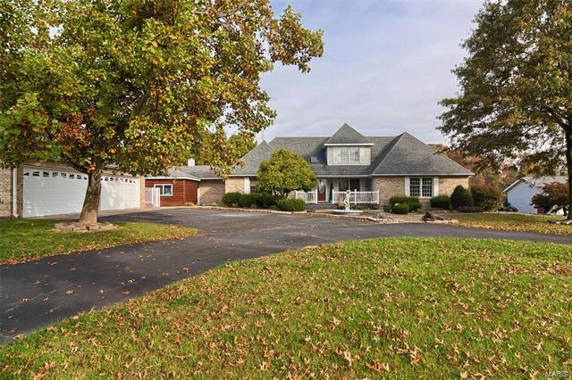 5 Bedroom, 5 Bathrooms, 4,734 sq. feet 1 Embry Drive Greenville, IL