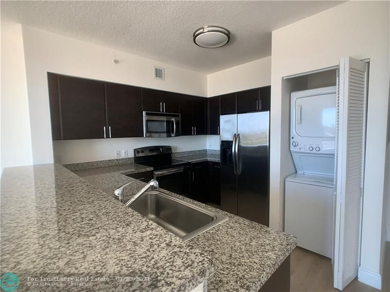 987 SW 37 Ave #1005