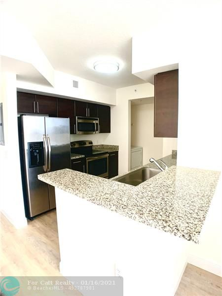 987 SW 37 Ave #608