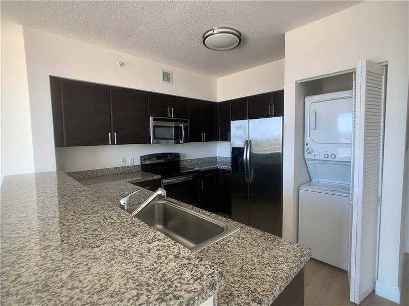 987 SW 37 Ave #1105