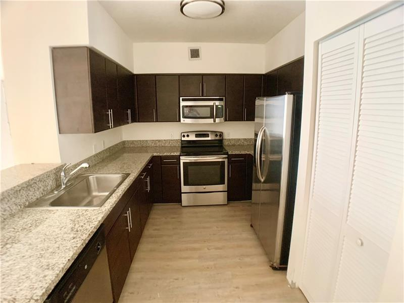 987 SW 37 Ave #810
