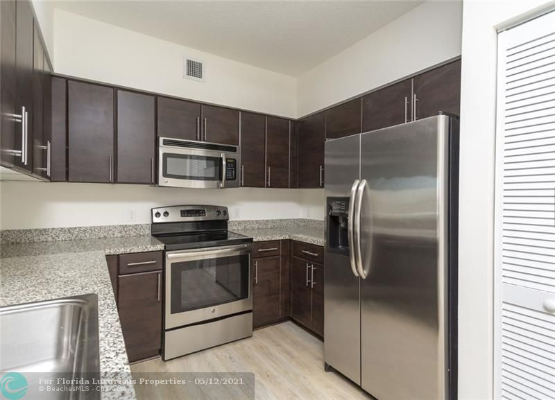 987 SW 37 Ave #606