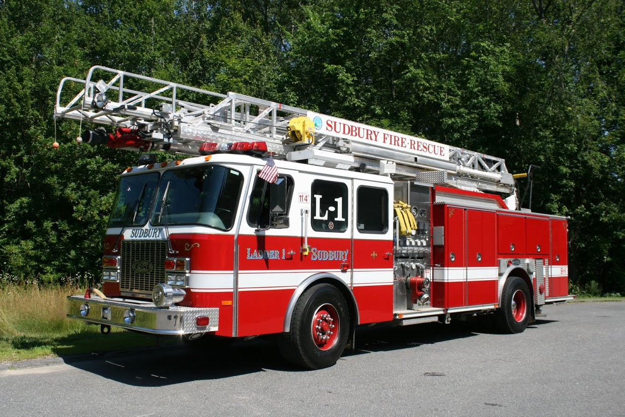 Ladder 1 1999 Emergency One Ladder-Pumper