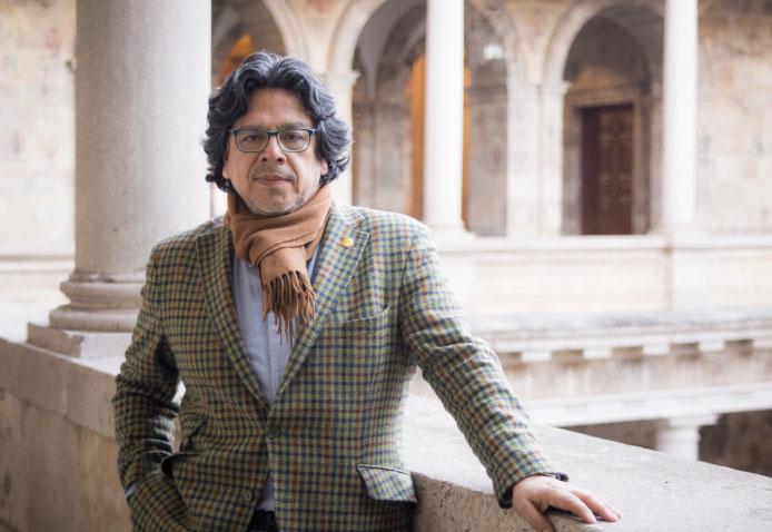 Fernando Iwasaki: conoce su trayectoria como escritor e historiador