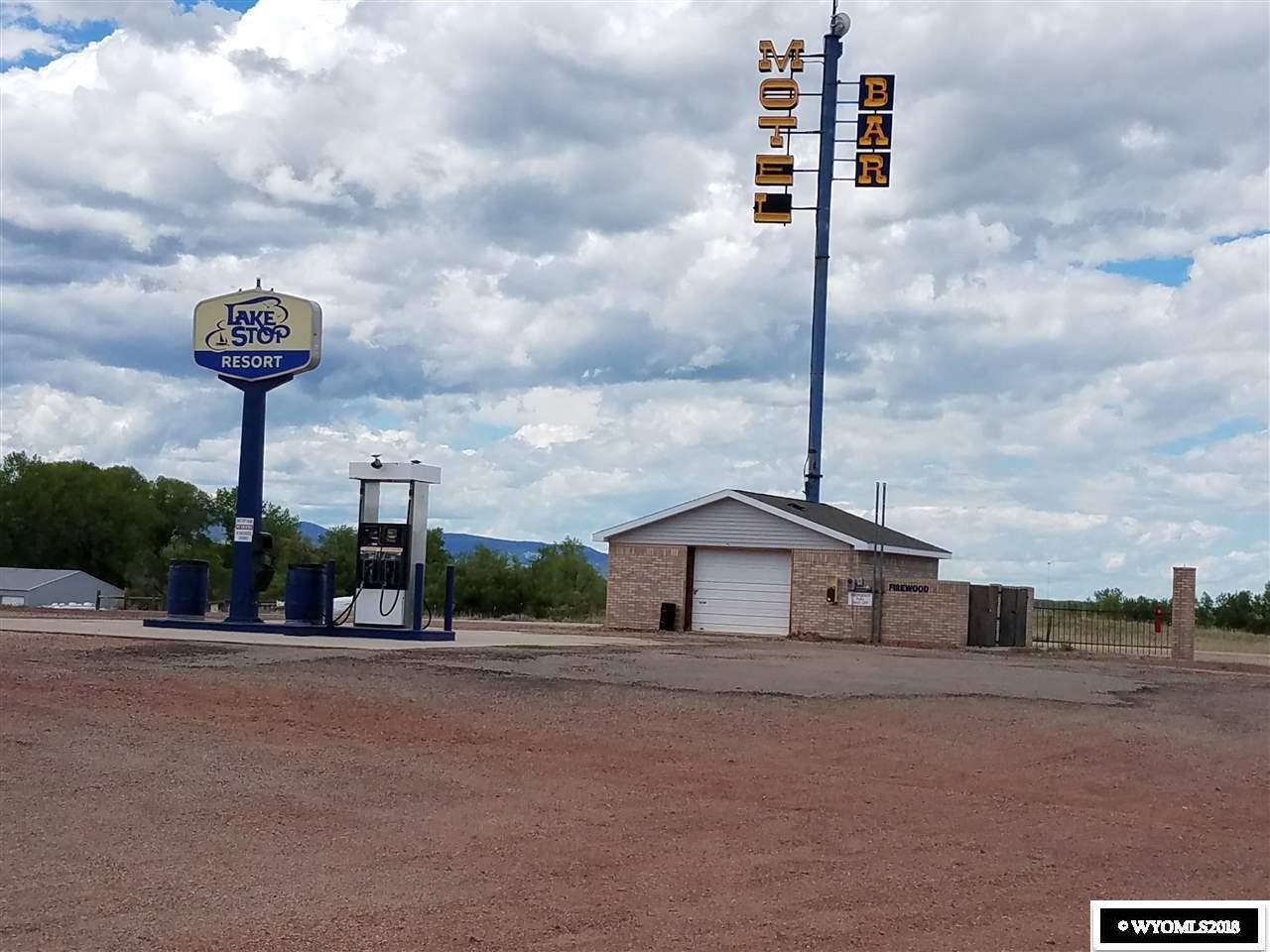 Lake Stop Resort - Fuel Island & Signage