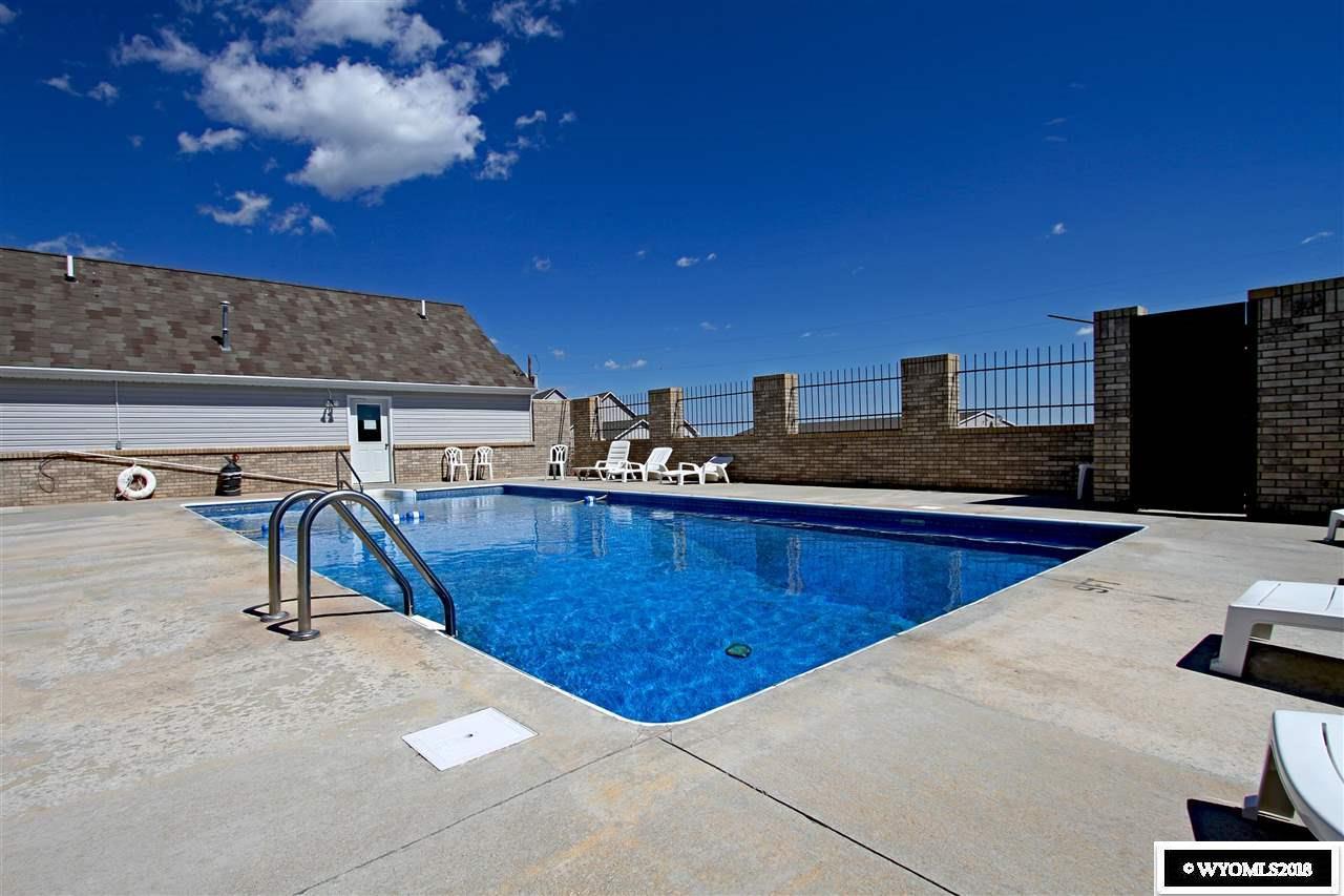 Lake Stop Resort - Amenity: Heated Pool, Shower/La