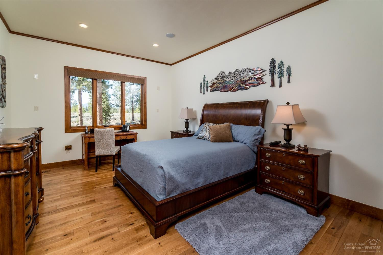 Downstairs junior master suite with gorgeous custo