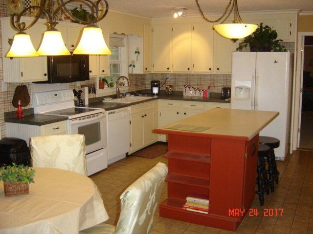 kitchen with island and appliances