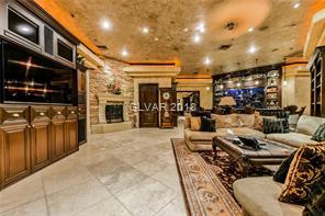 8101 OBANNON Living room
