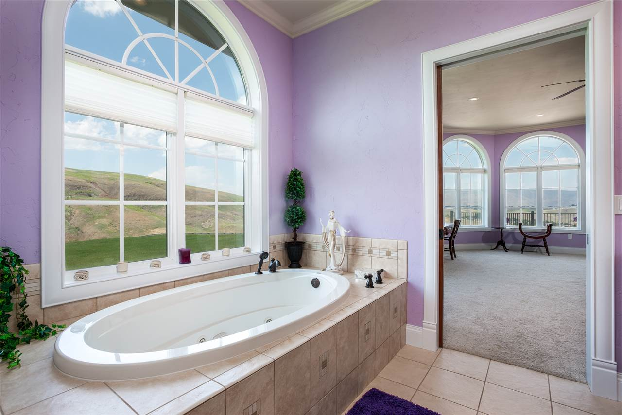 North facing jetted tub with tile surround