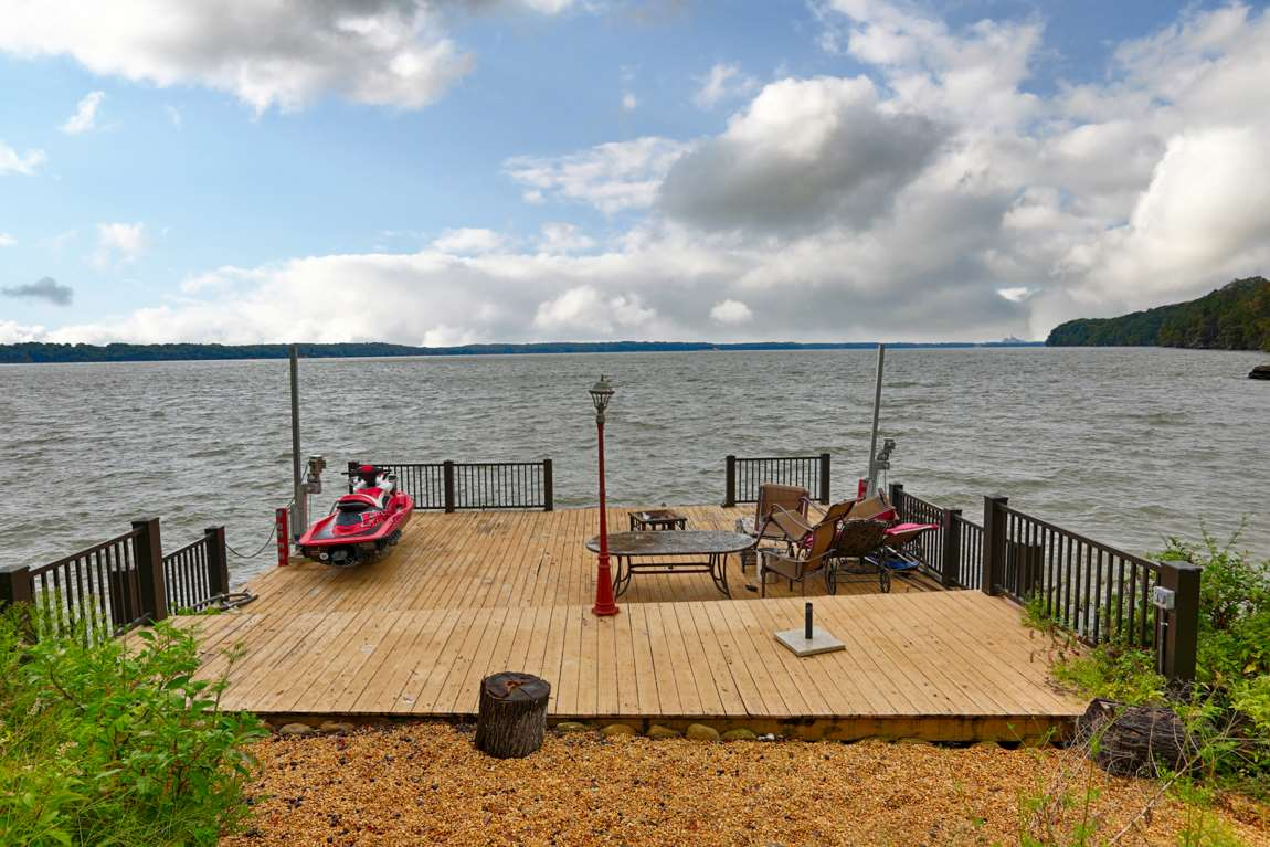 Very spacious at 30x35 with two jet ski lifts and