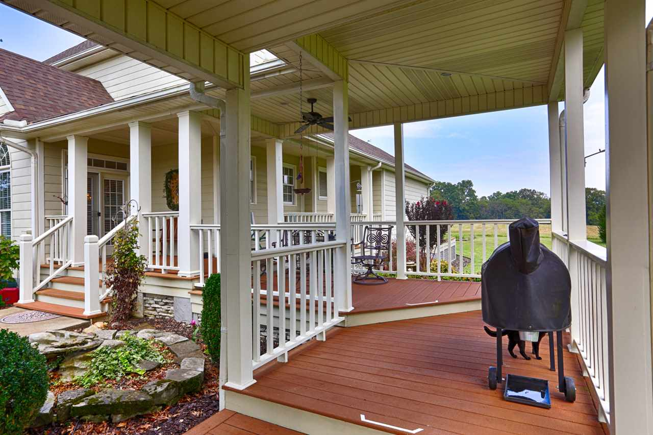 Nice covered deck with breezeway to the home