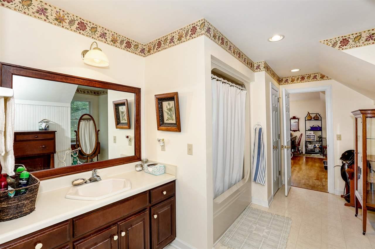 Jack n Jill Bathroom with tub shower combo, storag