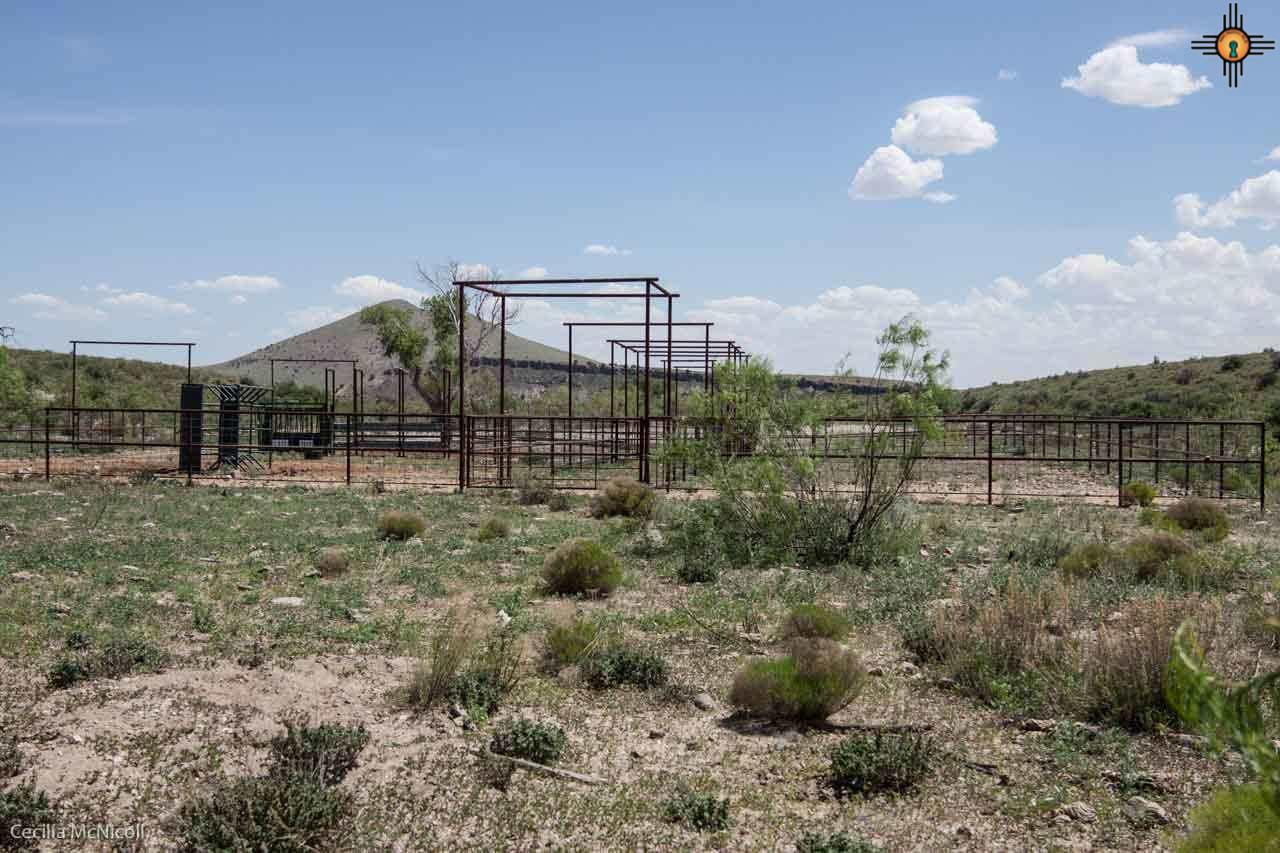 Pipe corrals with sorting pens, Powder River squee
