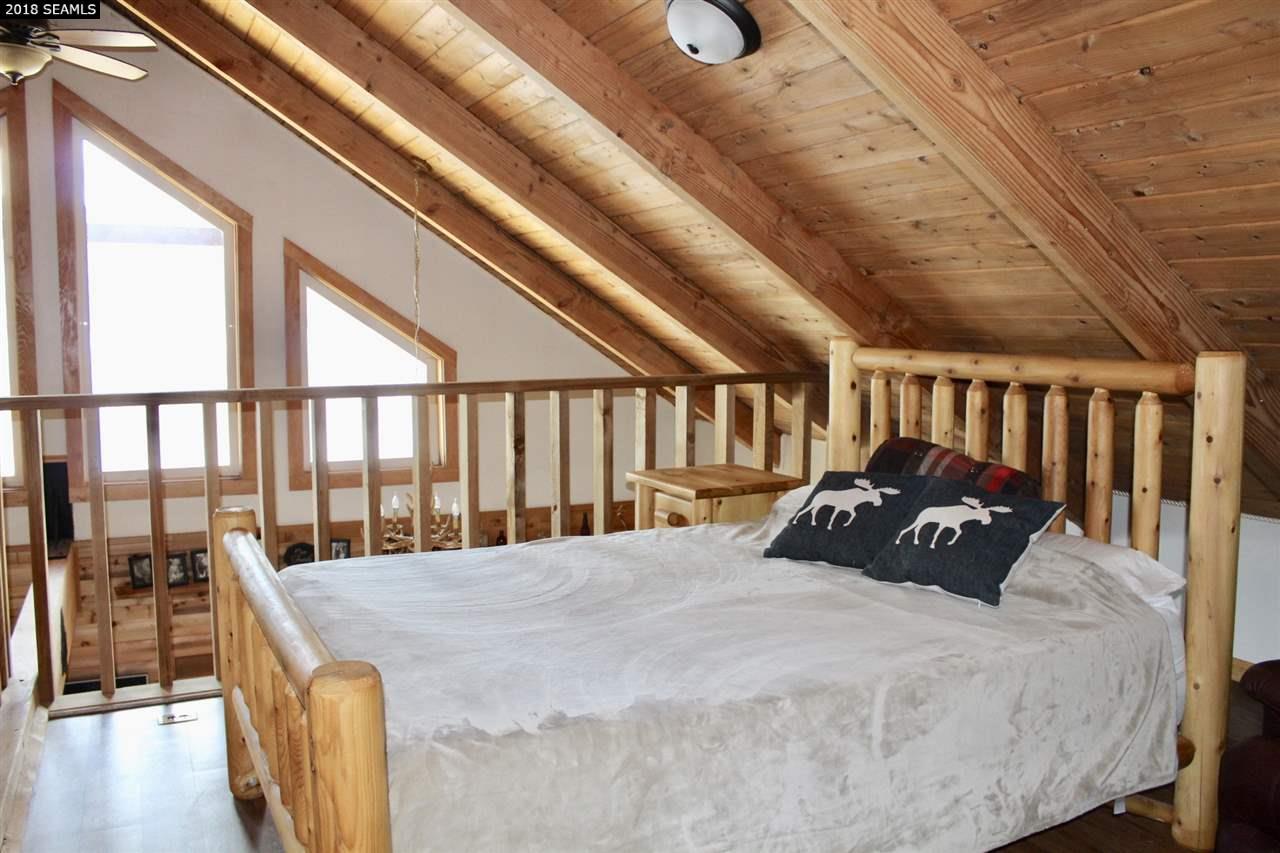 The upstairs loft is the 2nd bedroom sleeping 2 qu