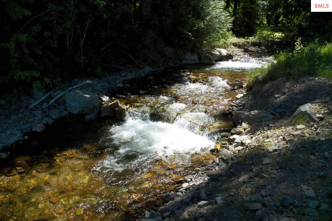 Twin Creek Flows Through The Middle Of This 383 Ac