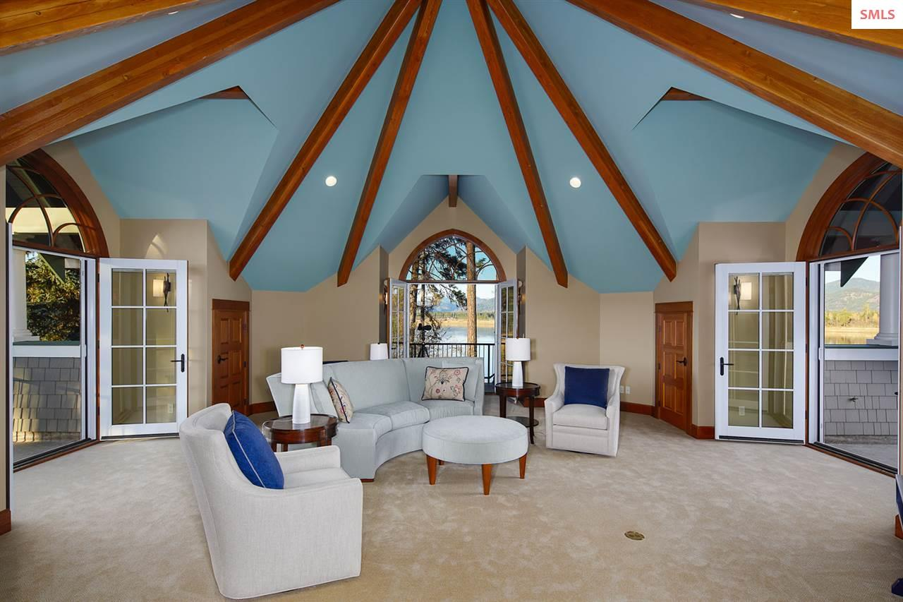 The octagon vaulted exposed beam ceiling highlight