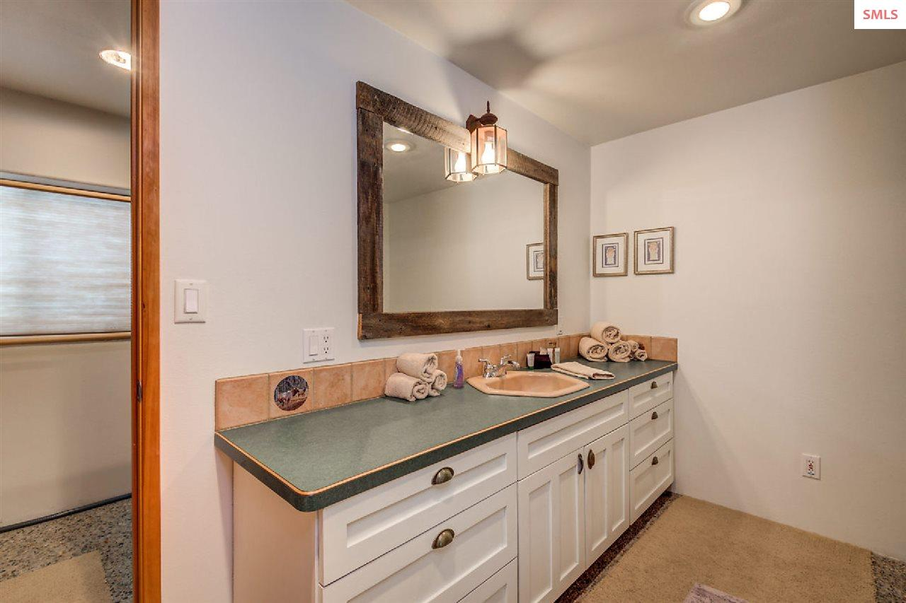 Large vanity with extra storage space for linens a
