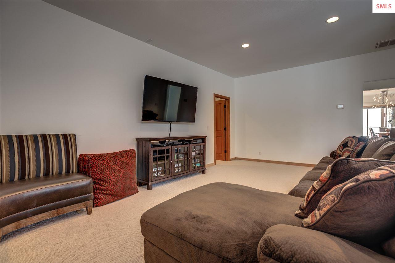 Ample room for playing or relaxing close to the ki