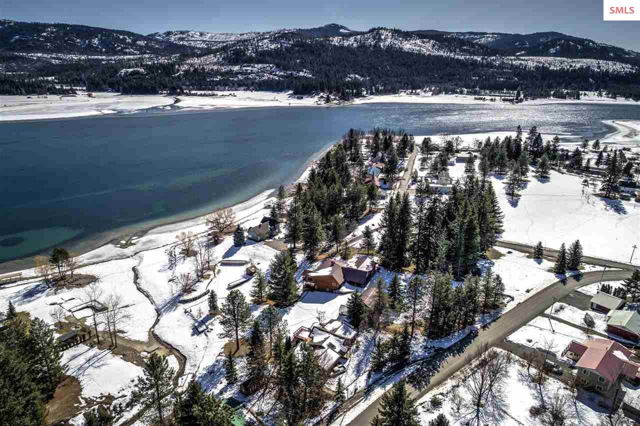 Imagine boating, playing on the Pend Oreille River