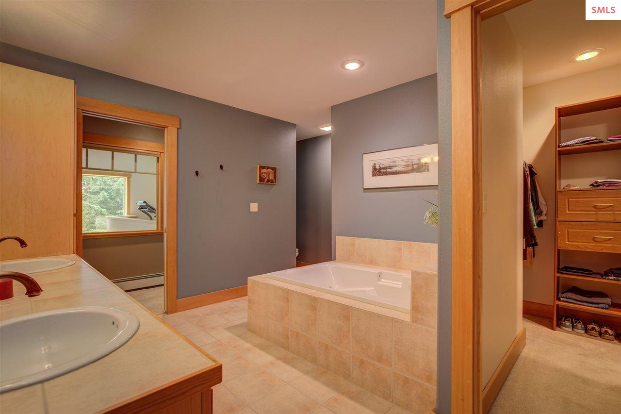 With Soaking Tub, Walk In Shower, Walk In Closet