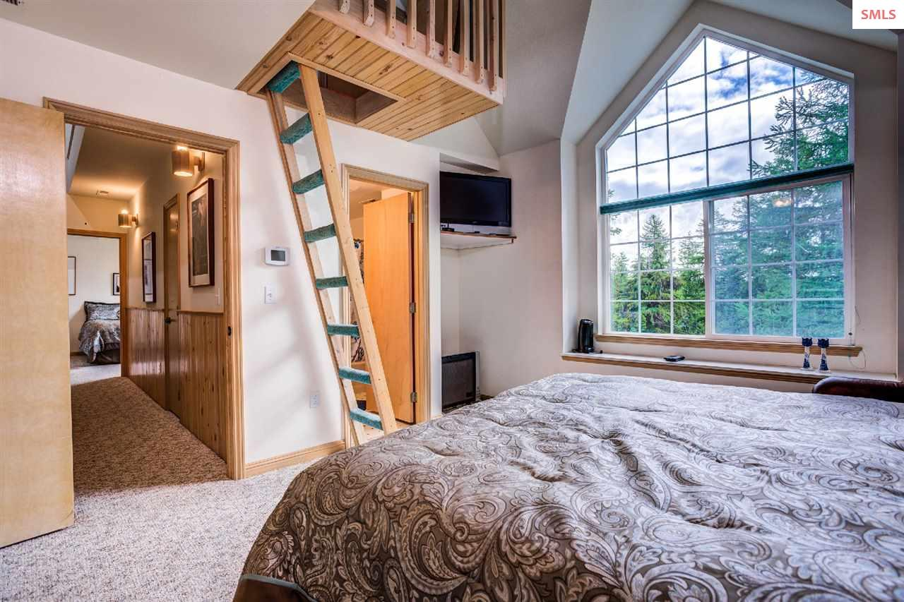 Spacious room, private bath, mini fridge, sink, tw