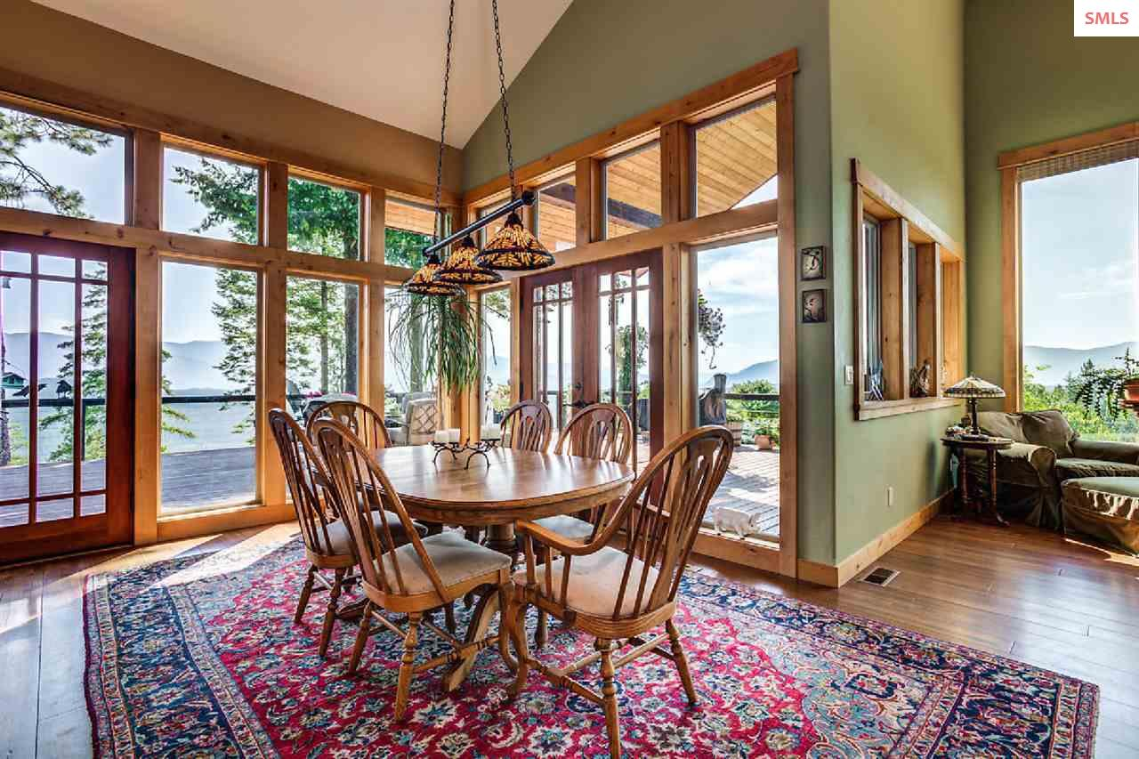 The dining room extends outdoors and blends seamle