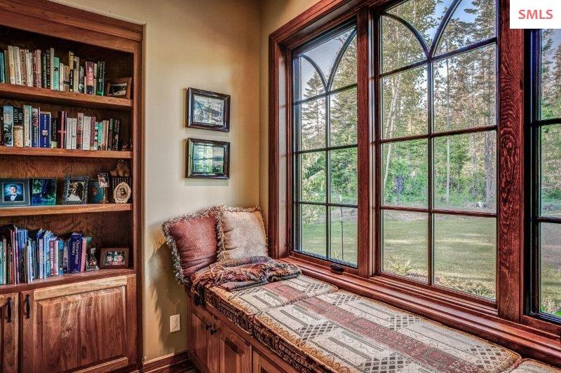 Window seat | Cozy book corner