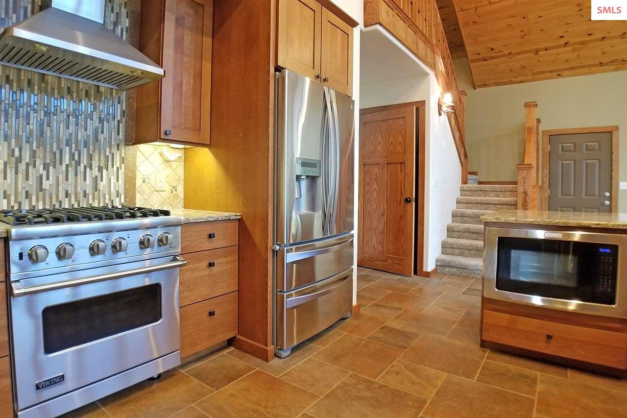 High end appliances include viking stove/oven