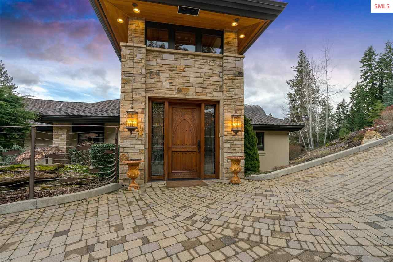 Welcome your guest with this stone entrance, paver