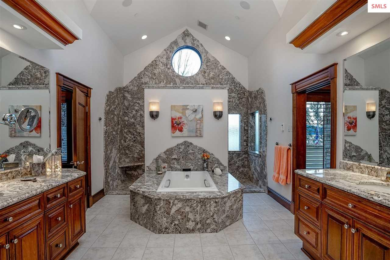 Your own private Spa-like Master En-suite with cen