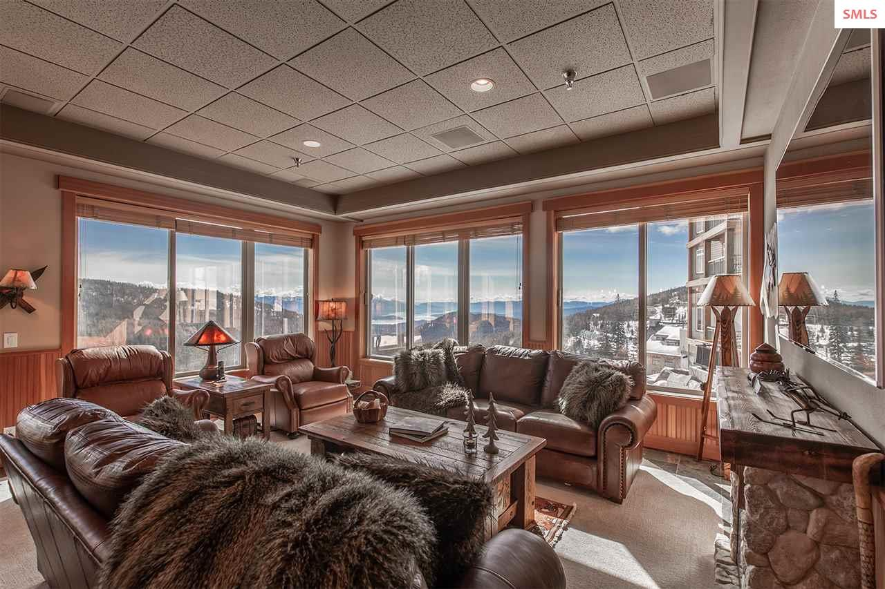 Open floor plan and continuous views
