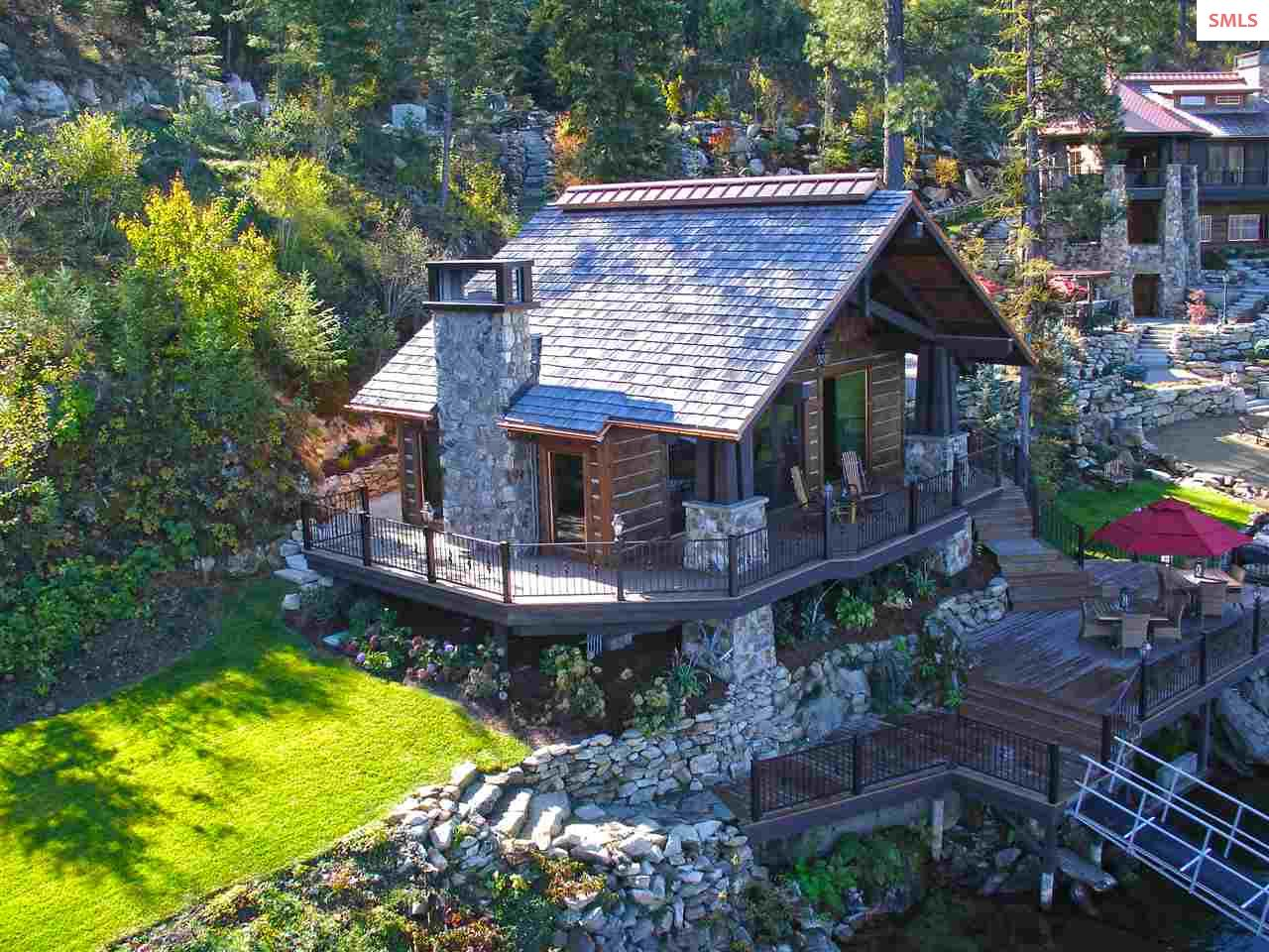 Lakefront guest house (2bd/2ba) offers a private s