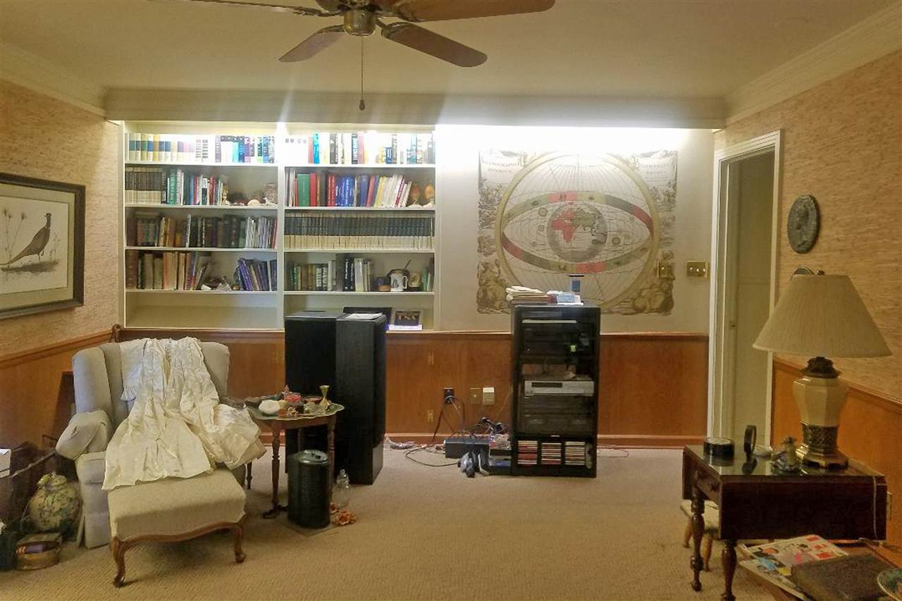Game night? Reading? this is the spot. You can wal