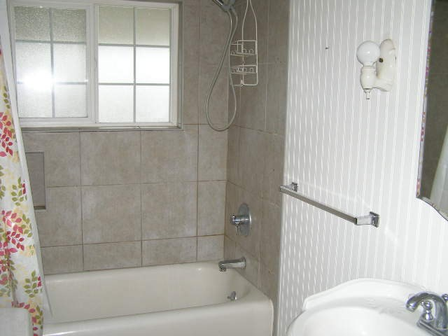 Upper bath tiled shower