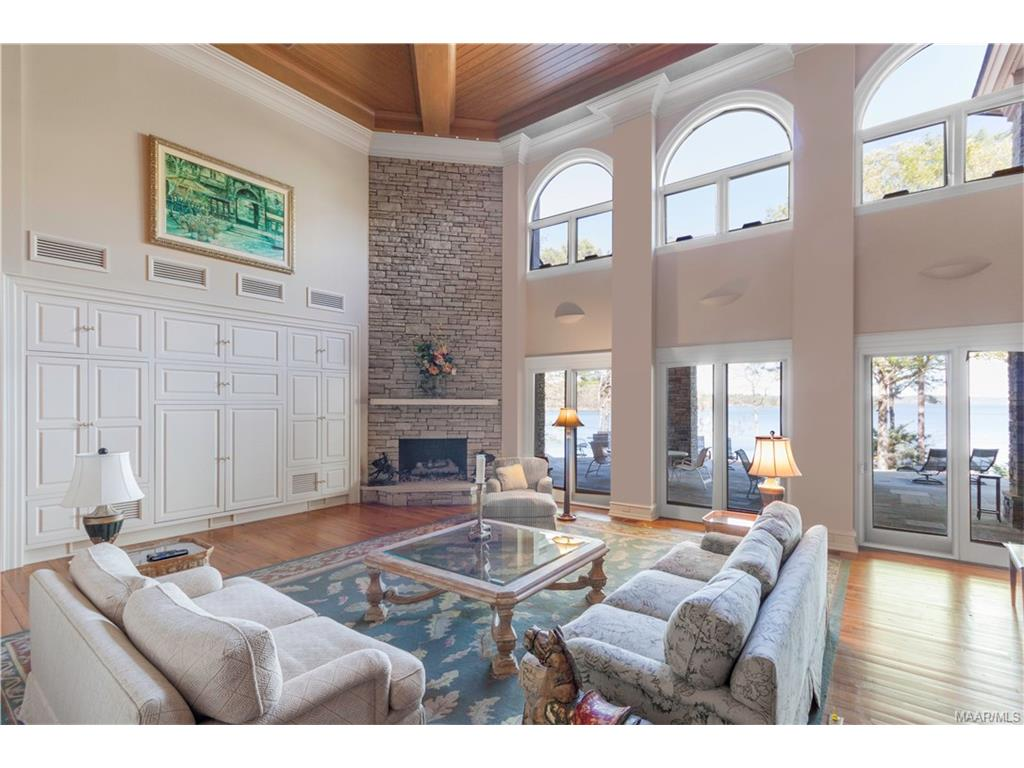 Family Room. Cathedral ceilings. Built ins. Lake V