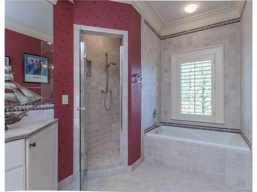 Upstairs Bunk Room Bath