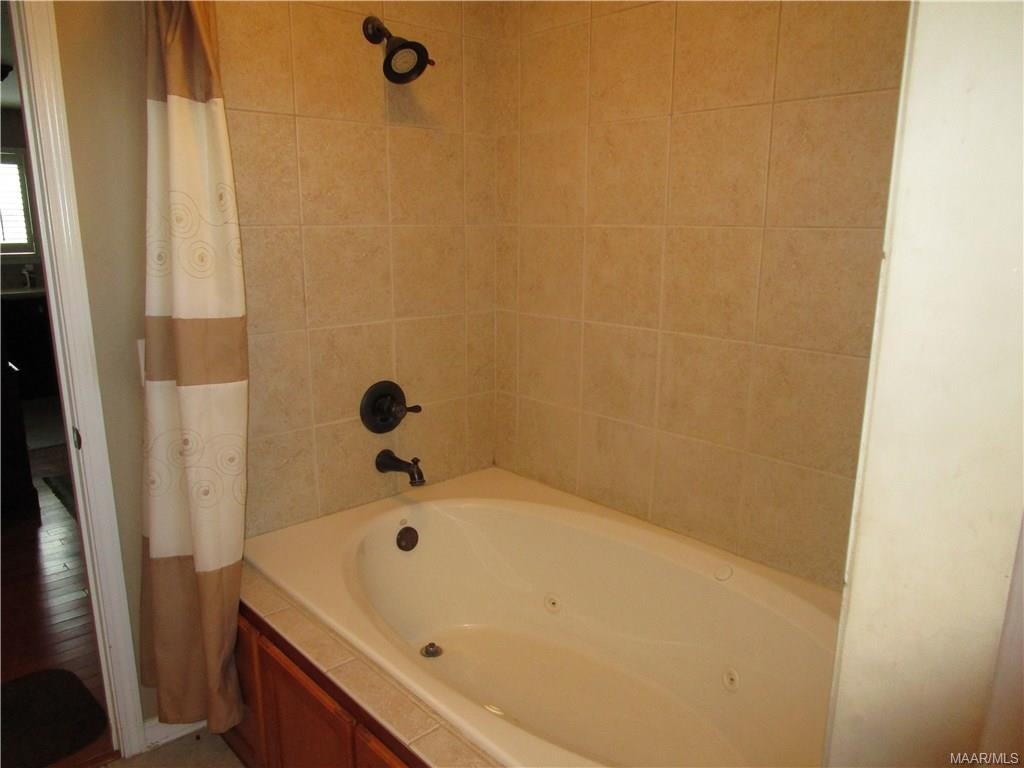 Jacuzzi in front bath