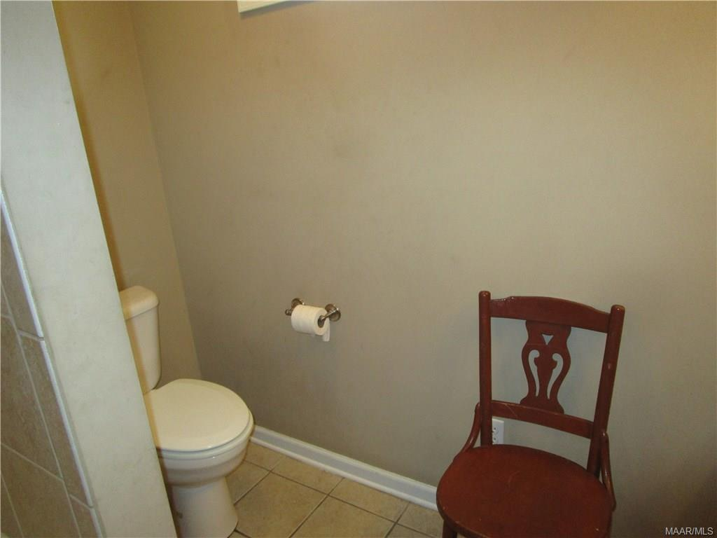 Commode in front bath