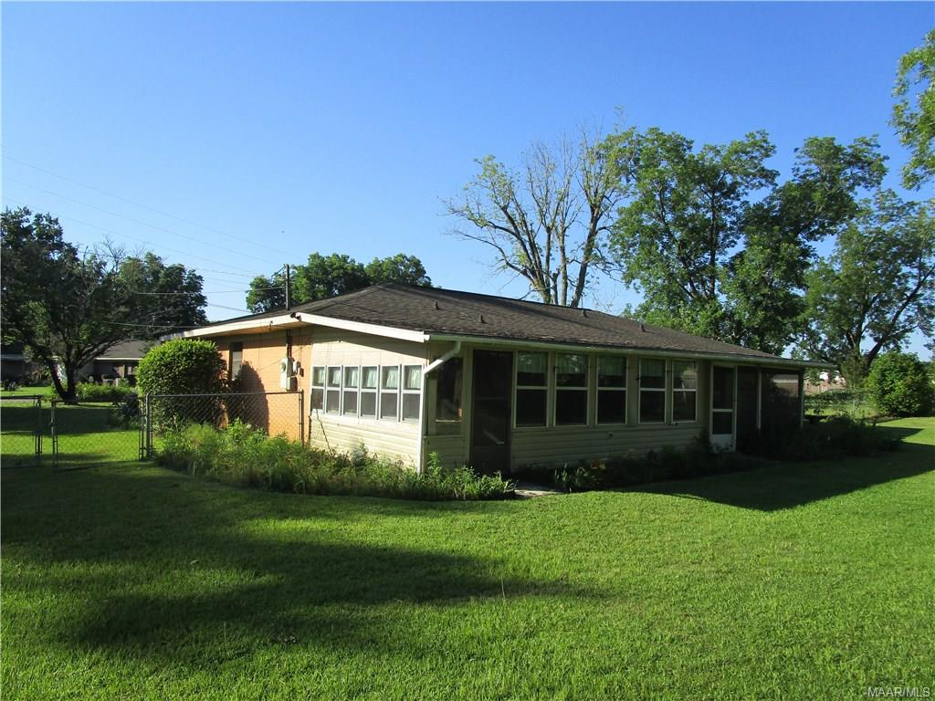 Back of house w/screened and glassed porch