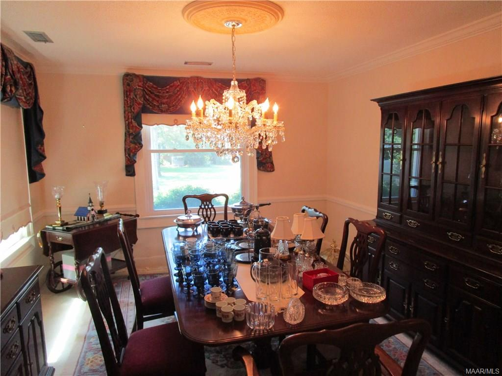 Formal dining room, chandelier is negotiable