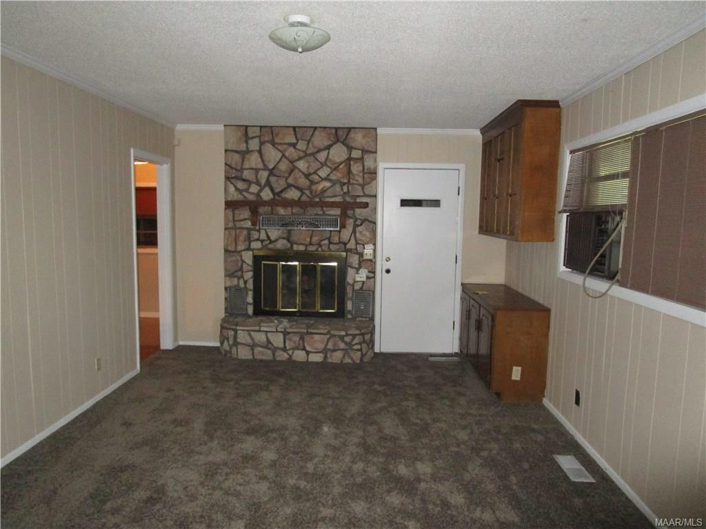 Family room w/gas log fireplace, built in cabinets