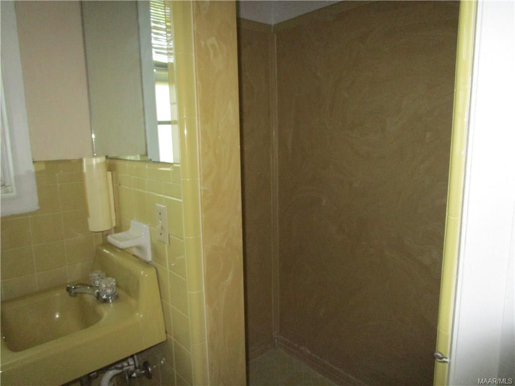 Walk-in shower in bath off family room