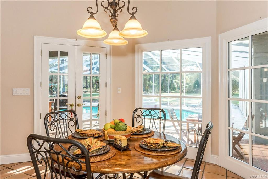 Lovely breakfast room with view of the pool and pa