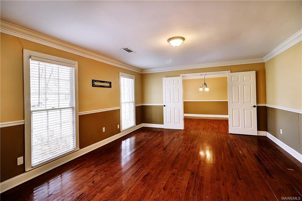 Living room into dining room - notice doors, dinin