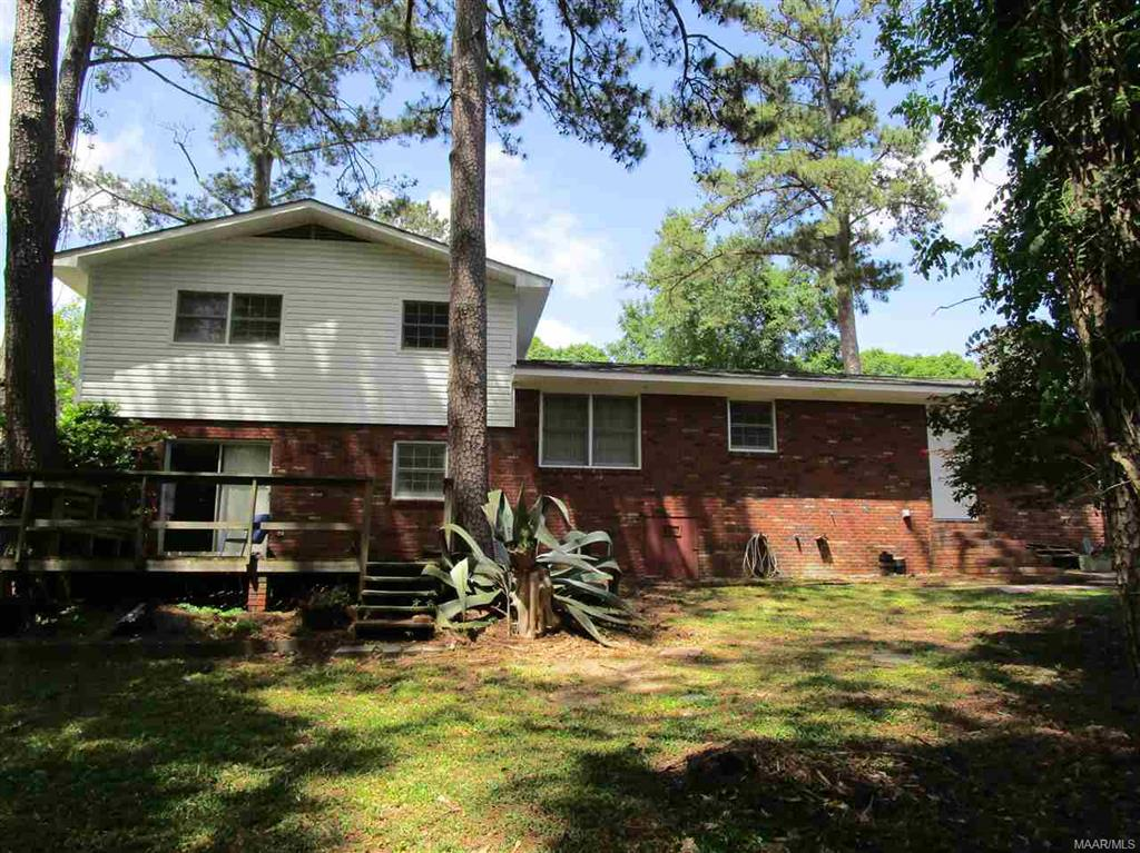 Back of house w/deck