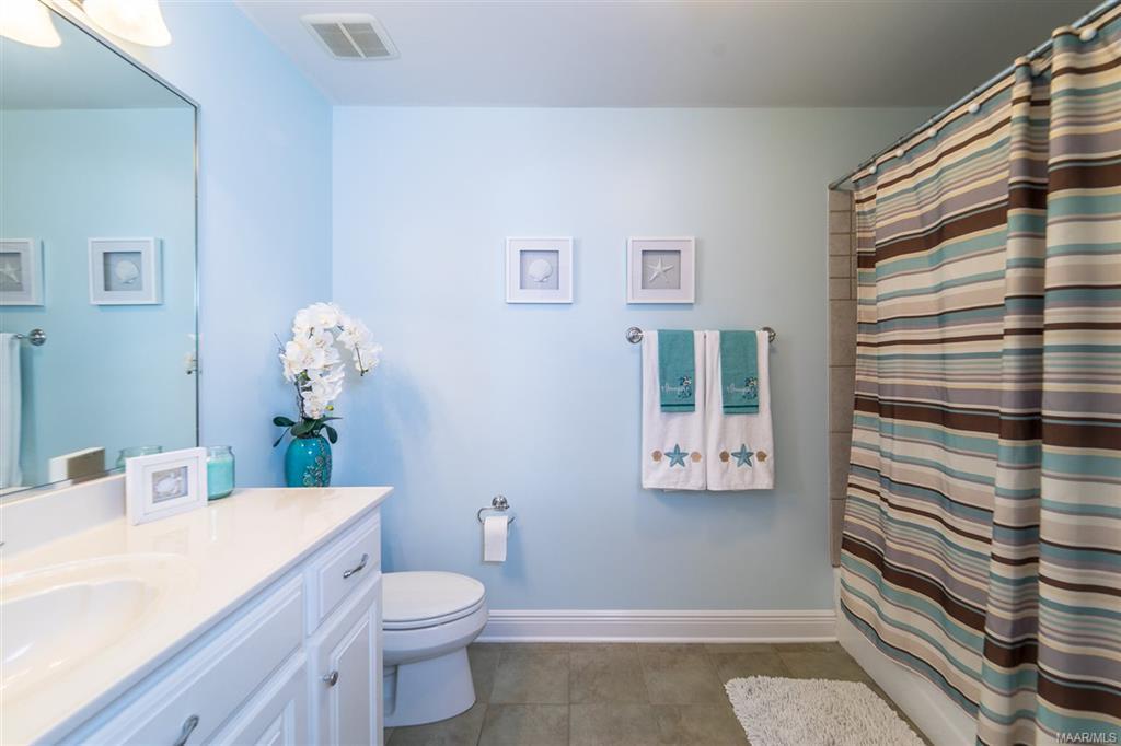 Guest bedroom 1 bath
