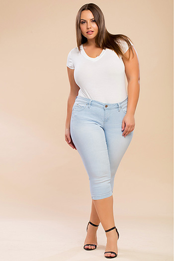 Junior Plus Size WannaBettaButt Capri with Side Slits