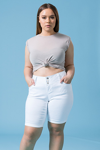 Junior Plus Size WannaBettaButt 3-Button Bermudas