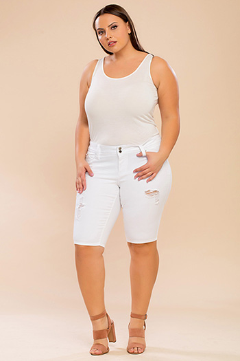 Junior Plus Size WannaBettaButt 2-Button Bermuda